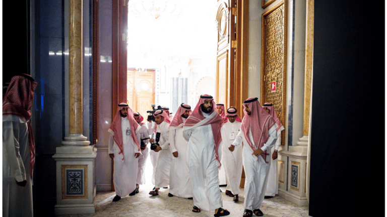 Saudi Midnight Blitz Arrests of 11 Royal Officials: What's Going On?
