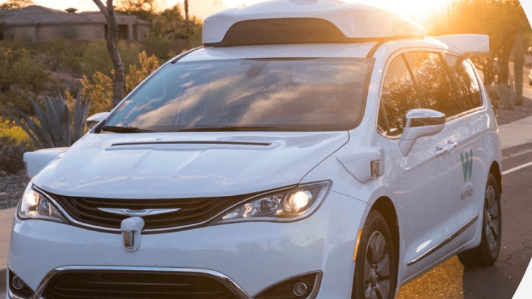 Waymo to Offer Paid-Ride Robot-Only Chauffeurs 2018