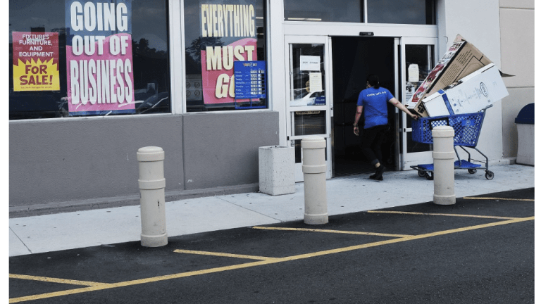 Weekend Roundup: Mall Vacancies, Soybeans, Chinese Defaults, Taxes, US Politics