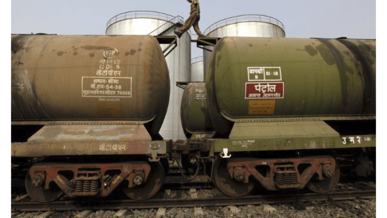 India Accepts Oil From Iranian Tankers: First Major Crack in Trump Sanctions
